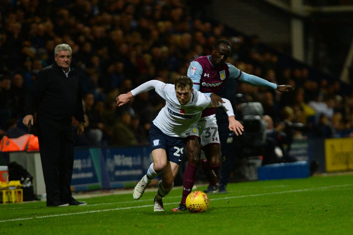 PRESTON, ENGLAND - NOVEMBER 01: Tom Barkhuizen of Preston North End and Albert Adomah of Aston Villa in action during the Sky Bet Championship match between Preston North End and Aston Villa at Deepdale on November 1, 2017 in Preston, England. (Photo by Nathan Stirk/Getty Images)