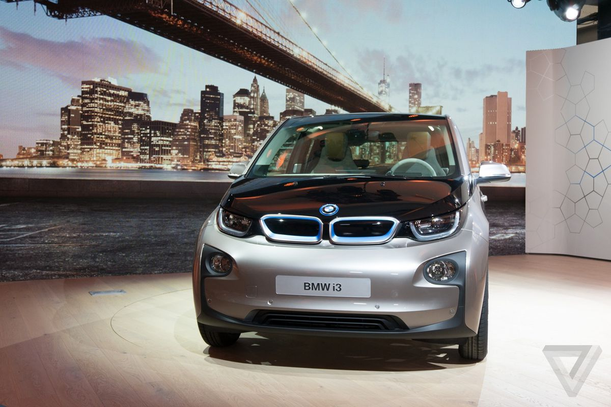 Bmw S Plan To Sell Electric Cars Throw In Access To A Gas Guzzler