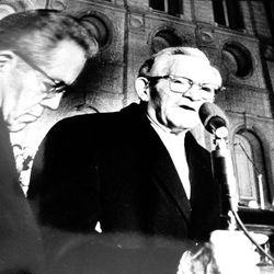 President David O. McKay and Pres. N. Eldon Tanner open the first lighting of lights on Temple Square, Dec. 18, 1965.