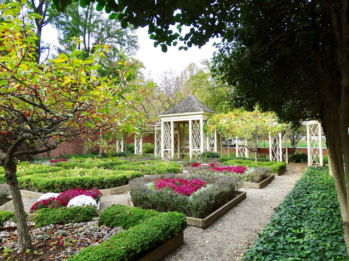 K'MIch Weddings - wedding planning - park with flowers, garden box, trees - philadelphia gardens parks