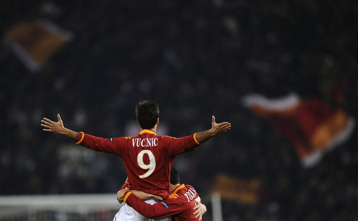 AS Roma MIrko Vucinic celebrates with te