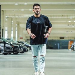 Nico Lodeiro in a boxy tee and ripped jeans.