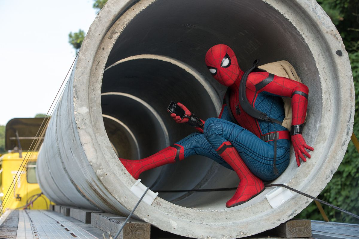 Spider-Man Homecoming - Spidey inside a concrete pipe