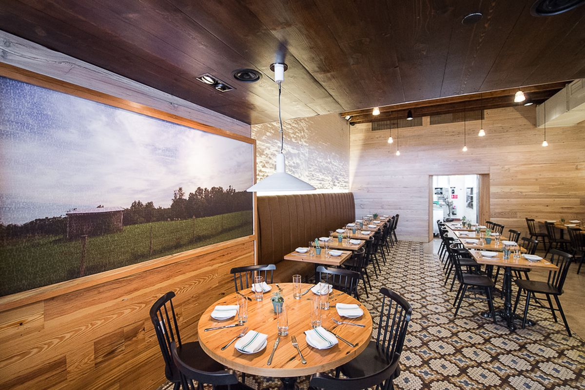 [The dining room at Meadowsweet in Williamsburg]