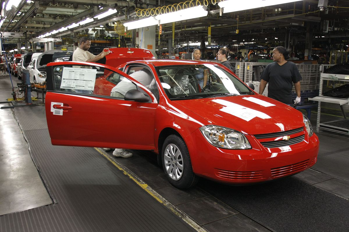 GM worker reacts to layoff and factory closing in Warren