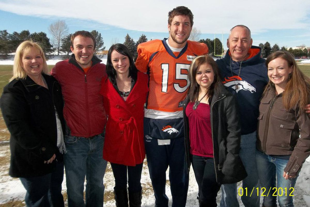 Tim Tebow With The Knaub Family - (L-to-R) Kathy(Mom), Collin(Brother), Gentry(Sister), Tim, Bailey, Rob(Dad) and Natalie(Sister-in-Law)