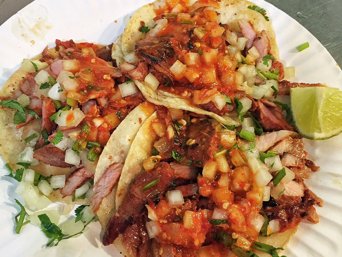 A taco plate from Tacos Los Guichos