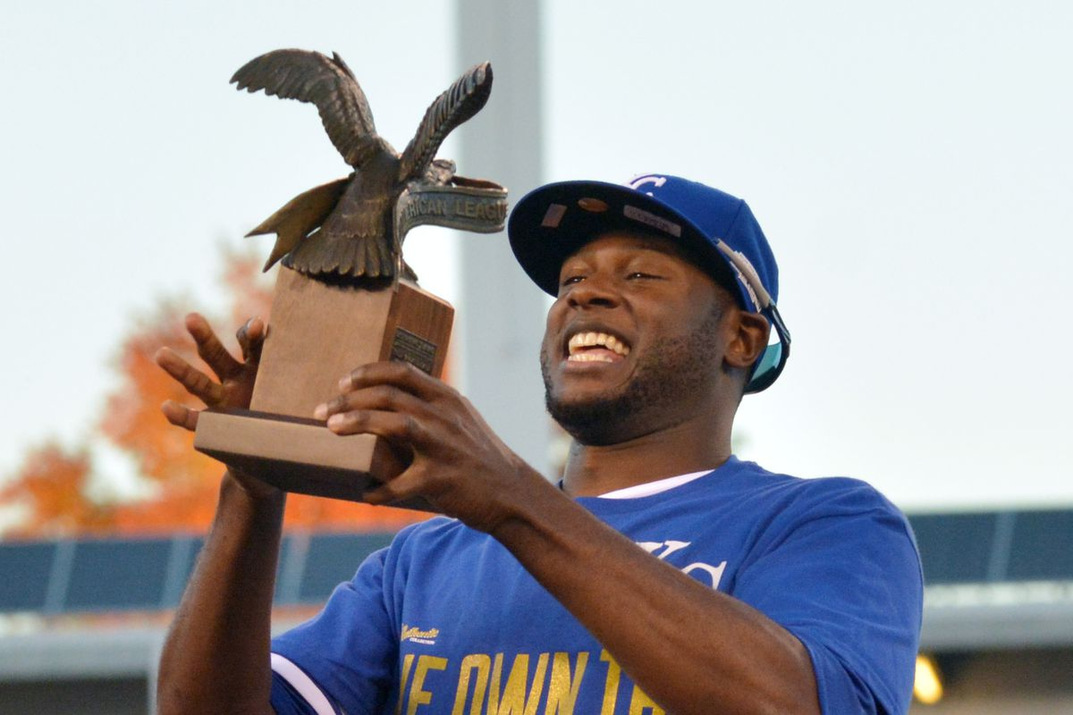 ALCS MVP Lorenzo Cain hoists the Lee MacPhail trophy for the Royals