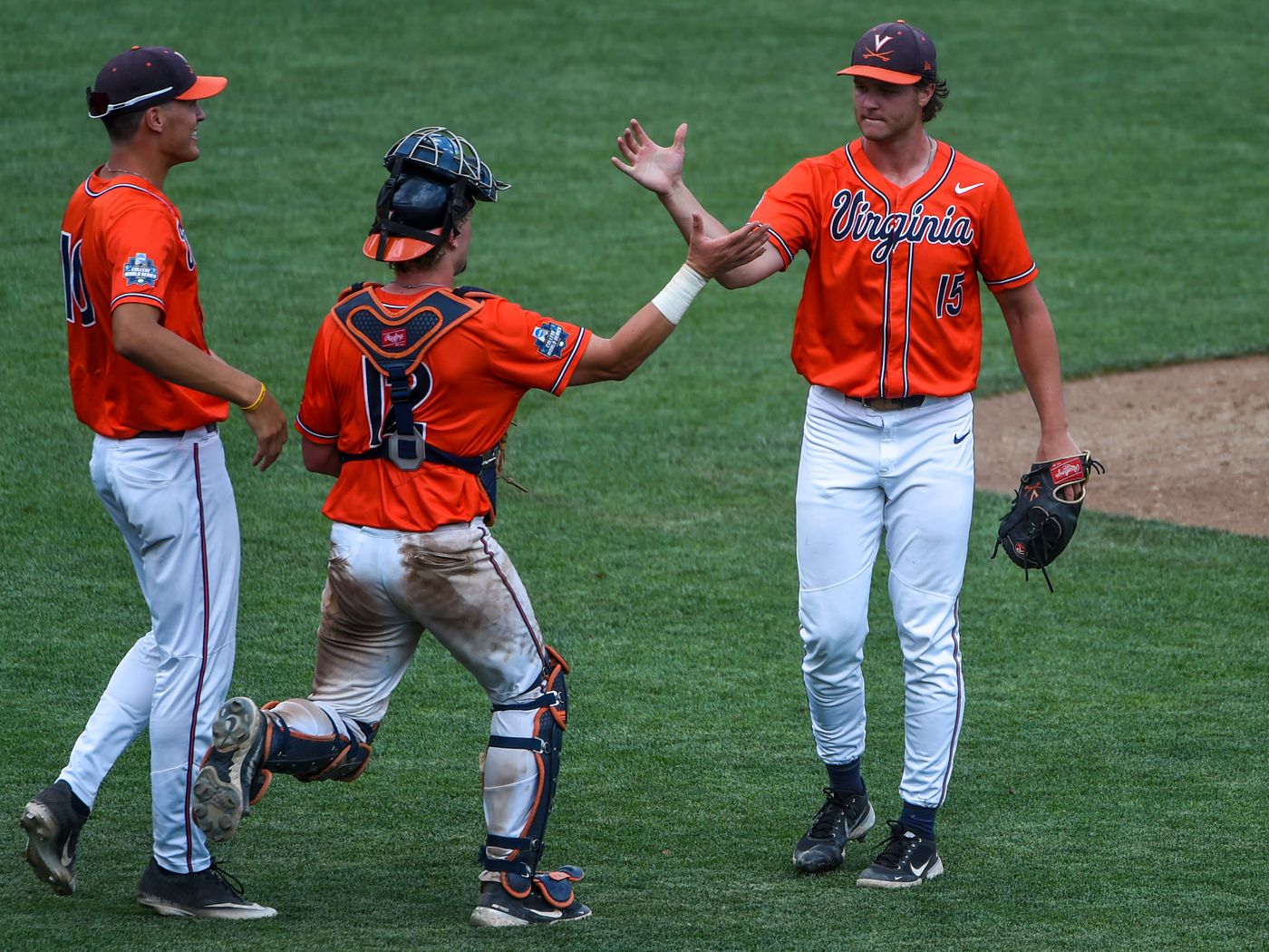 College World Series Virginia Baseball Fans Flock To Omaha With Their Own Luck Streaking The Lawn
