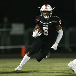 Bolingbrook's Quentin Pringle (5) follows his blocking. Allen Cunningham/For the Sun-Times.