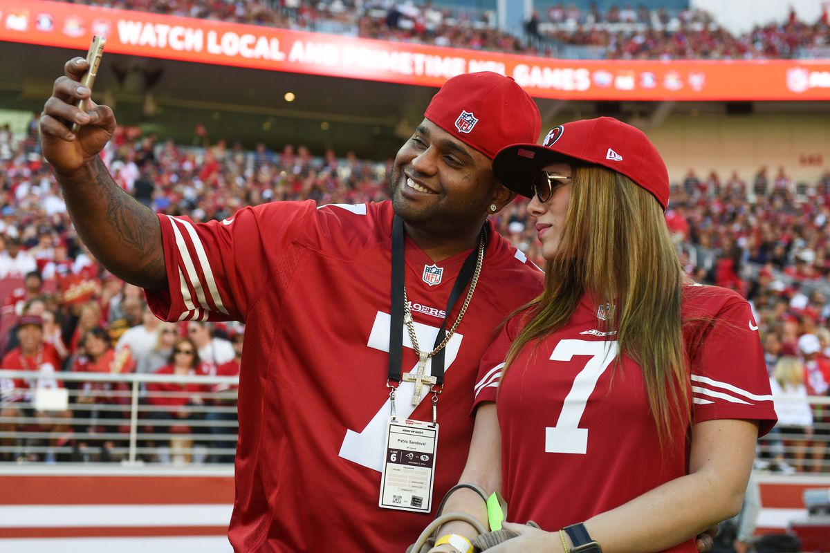 He's in a Niners uniform therefore he loves San Francisco therefore he will re-sign. IT'S SO CLEAR.