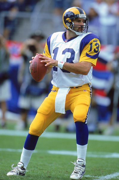 497823.jpg - The Rams will wear blue and yellow throwbacks vs. the Patriots in Super Bowl 53