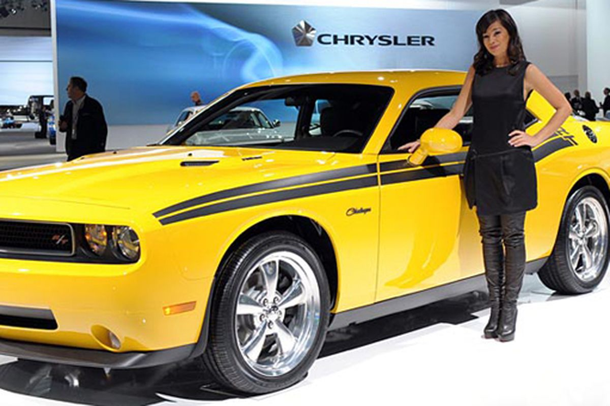 """The LA Auto Show is this weekend. What the heck is that model wearing from the waist down? Image via <a href=""""http://www.latimes.com/theguide/events-and-festivals/la-hotlist-auto3-2009dec3,0,5348921.story"""">LA Times</a>."""