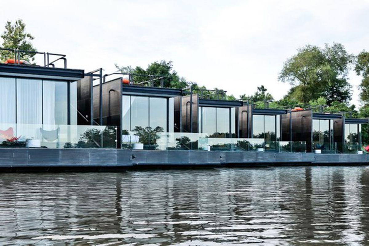"""Photos by <a href=""""http://www.agaligo.com/"""">Agaligo Studio</a> via <a href=""""http://www.contemporist.com/2015/10/31/these-floating-holiday-homes-on-the-river-kwai-will-make-you-say-oh-my/"""">Contemporist</a>."""