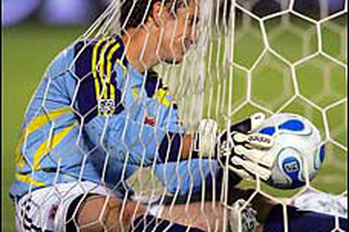 """Even the return of Troy Perkins couldn't help United keep the ball out of the net.  Photo via <a href=""""http://media3.washingtonpost.com/wp-dyn/content/photo/2007/09/07/PH2007090700199.jpg"""">washingtonpost.com</a>"""