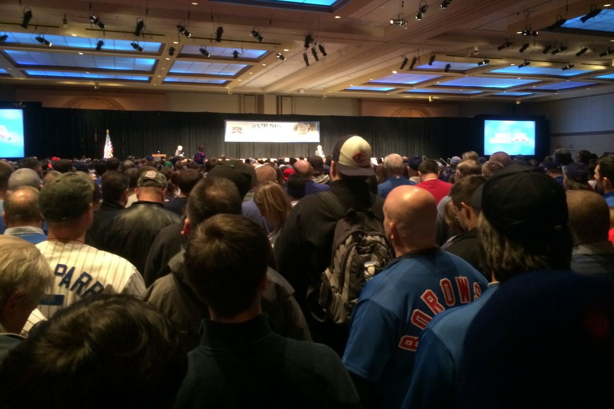 An overflow crowd at one of the sessions at the 2014 Cubs Convention