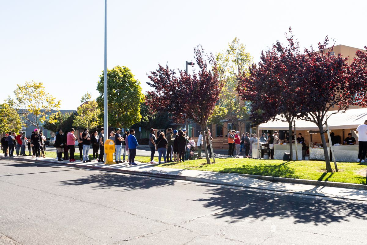 A long line of customers at El Garage's pop-up at a Richmond brewery