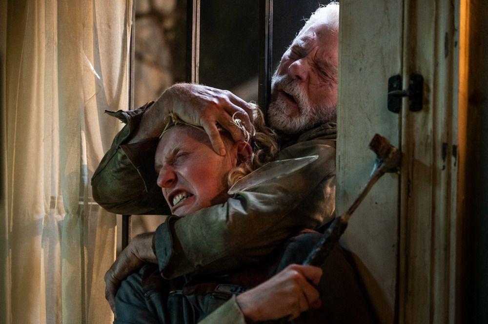 Norman Nordstrom grabbing an intruder in Don't Breathe 2