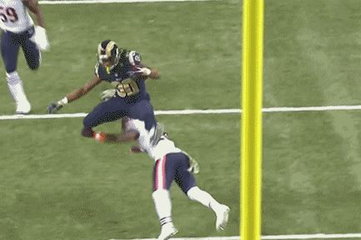 Gif St Louis Rams Rb Todd Gurley Hurdles Bears Defense
