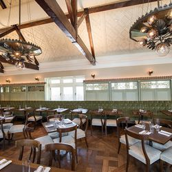 """<a href=""""http://ny.eater.com/archives/2014/04/tavern_on_the_green_slimmed_down_and_softened_up.php"""">Tavern on the Green: Slimmed Down and Softened Up</a>"""