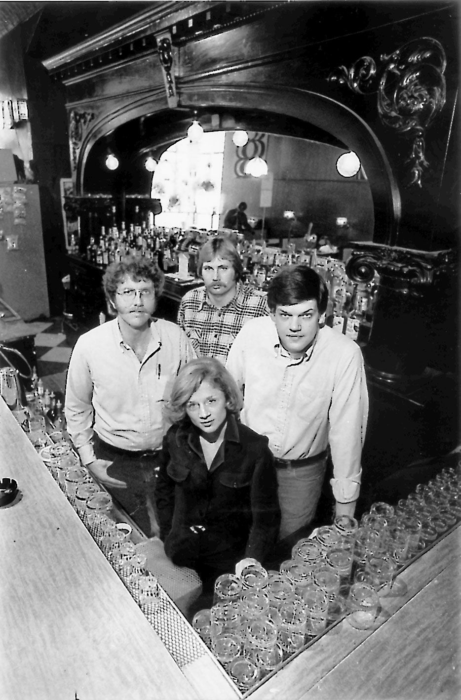 In 1998, reporters Pamela Zekman (front), Zay N. Smith (right), William Recktenwald (left) and Jeff Allen, who posed as the owner of the Mirage tavern.