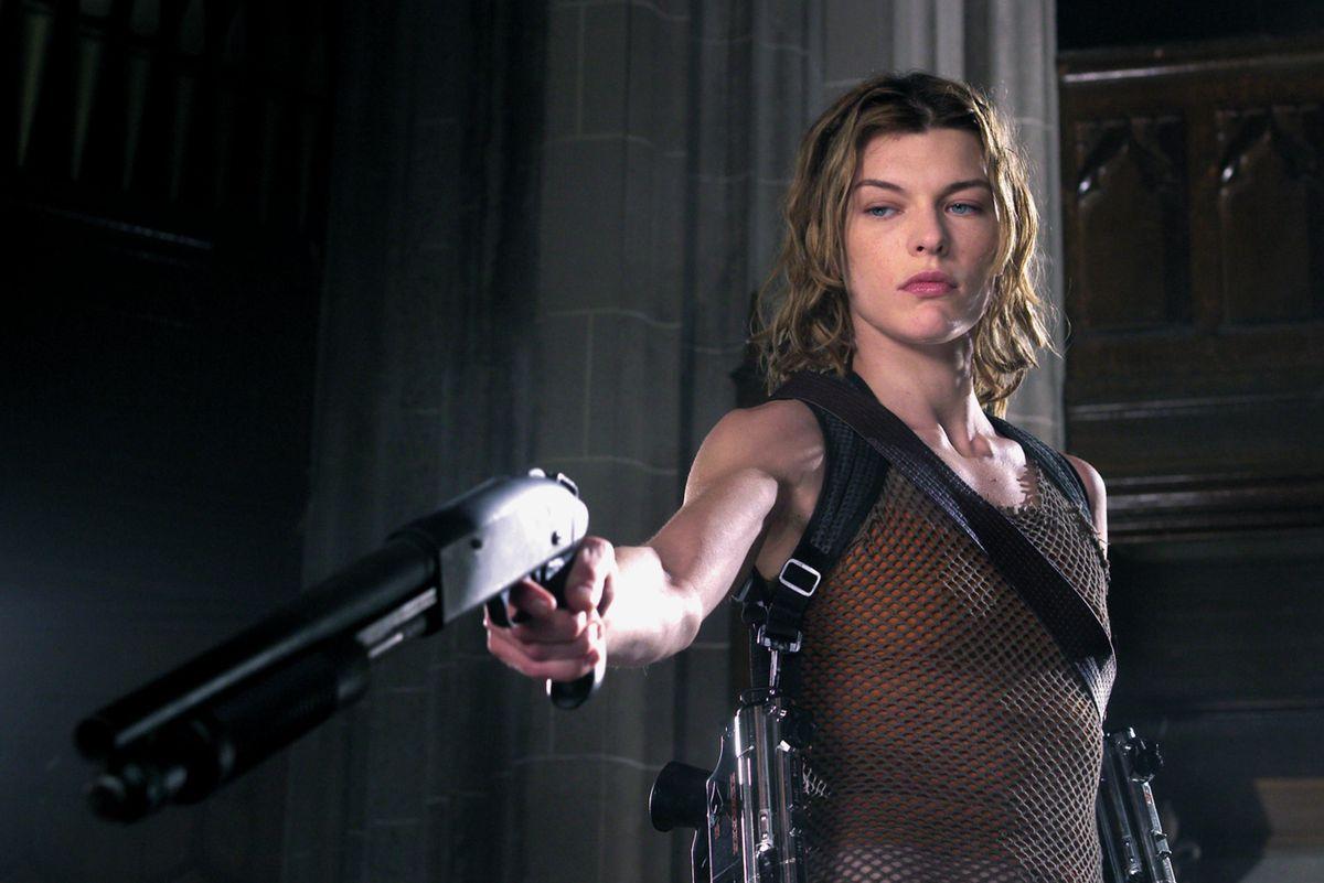 Actress Milla Jovoich holding a gun in Resident Evil 2