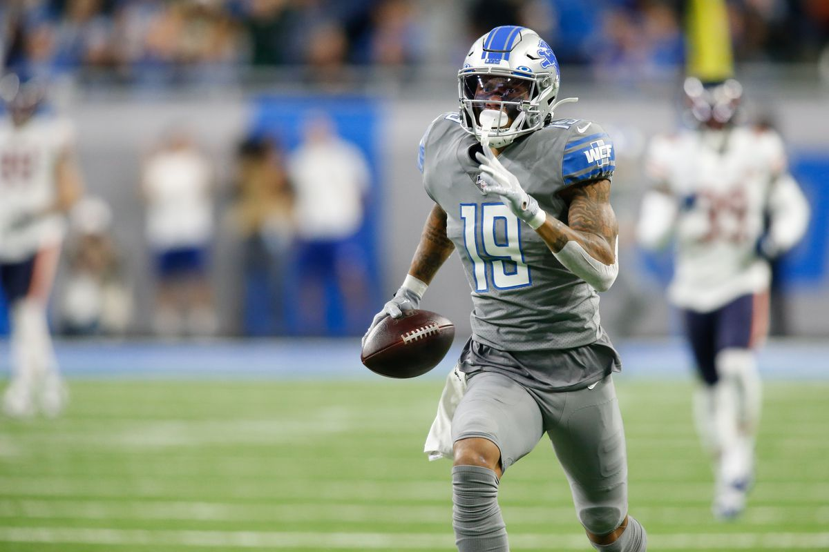 Detroit Lions wide receiver Kenny Golladay runs with the ball for a touchdown after catching a pass during a regular season game between the Chicago Bears and the Detroit Lions on November 28, 2019 at Ford Field in Detroit, Michigan.