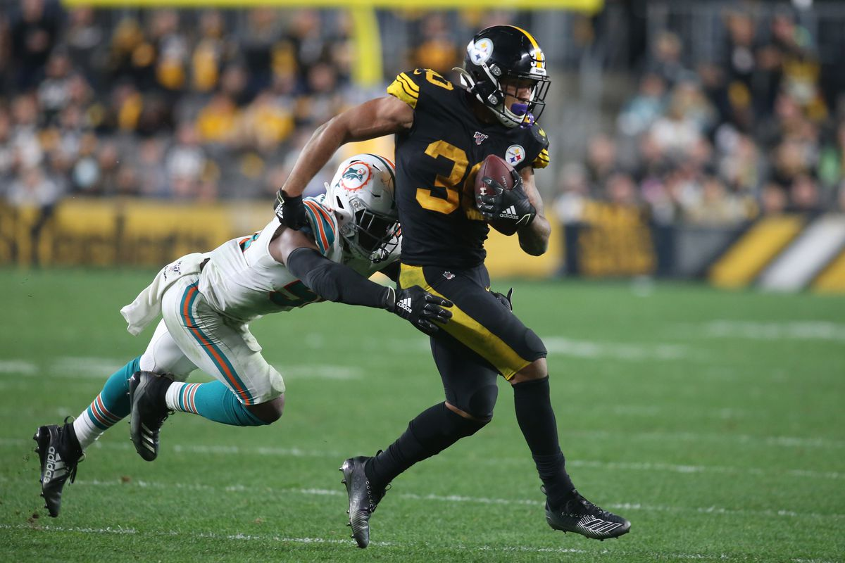 Pittsburgh Steelers running back James Conner runs the ball against Miami Dolphins middle linebacker Raekwon McMillan during the fourth quarter at Heinz Field.