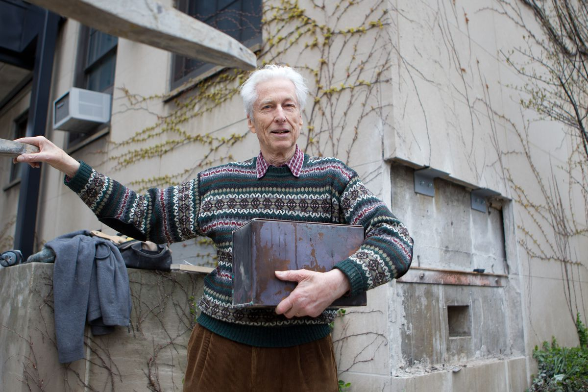 Roger Hildebrand around 2011 with a time capsule filled in the late 1940s by Enrico Fermi and other University of Chicago physicists.
