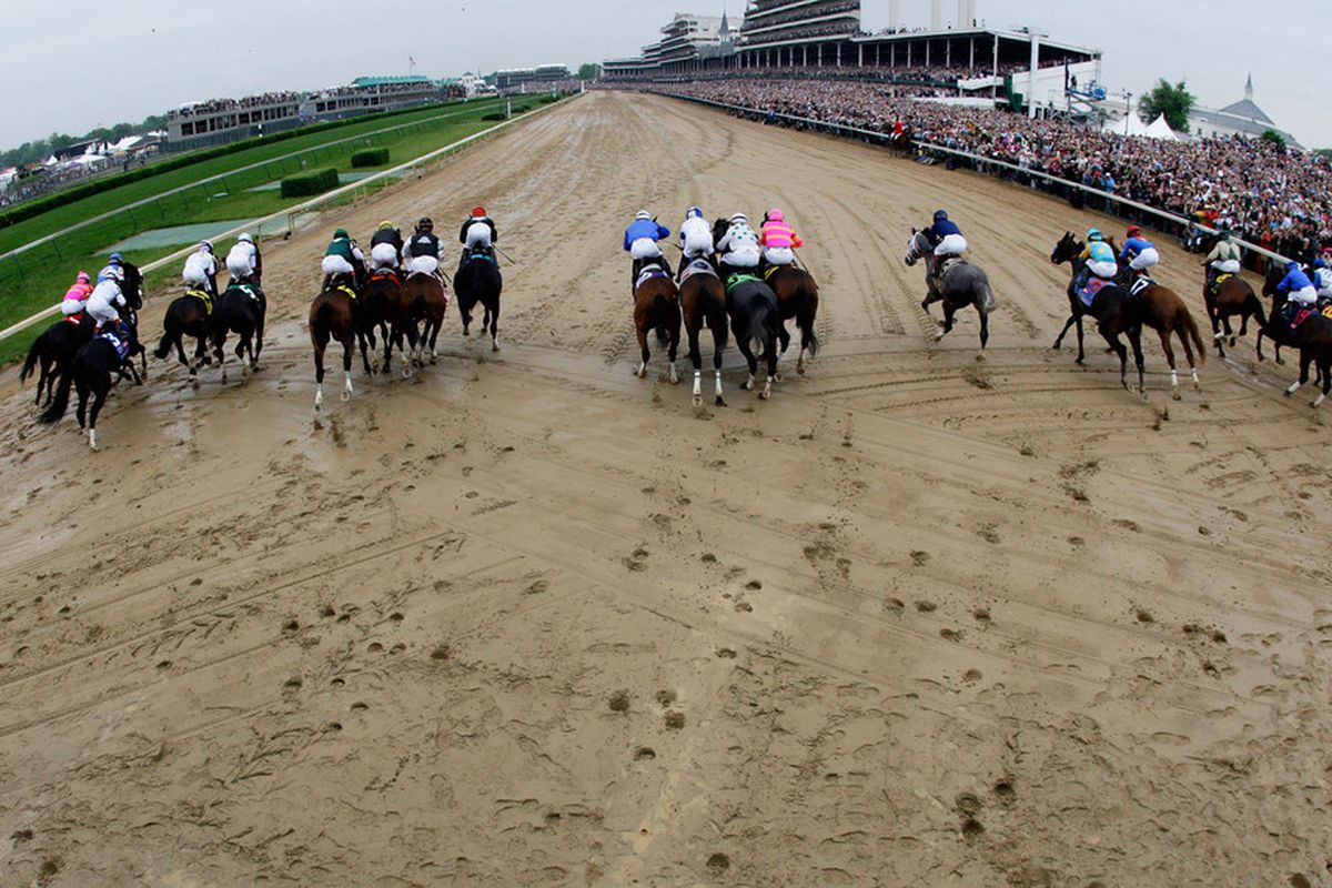 LOUISVILLE, KY - MAY 02: The field starts the 135th running of the Kentucky Derby on May 2, 2009 at Churchill Downs in Louisville, Kentucky. (Photo by Andy Lyons/Getty Images)