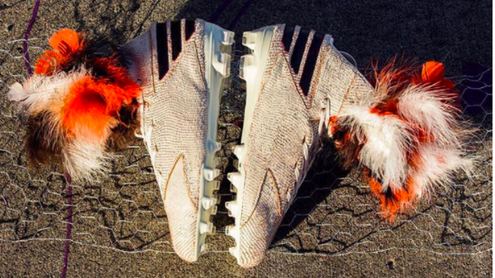 Von Miller Is Wearing Rooster Inspired Cleats For Broncos