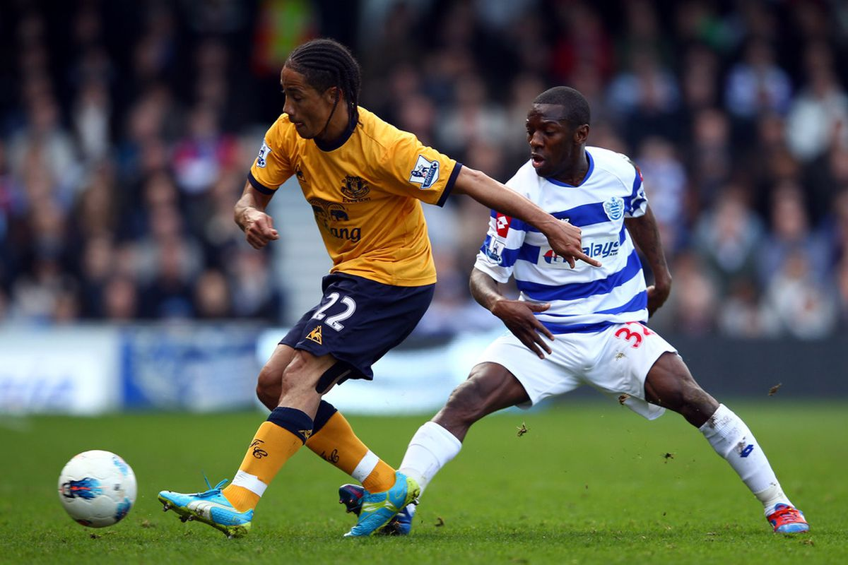 Steven Pienaar controls the ball in front of Shawn Wright-Phillips