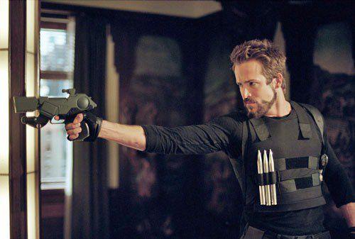 Ryan Reynolds as Hannibal King holding a gun
