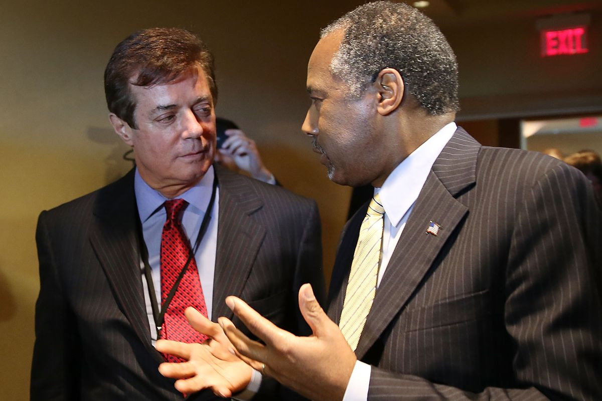 Paul Manafort, Donald Trump's campaign chair and chief strategist (L), talks to former presidential candidate Ben Carson at a Trump event in Ohio.