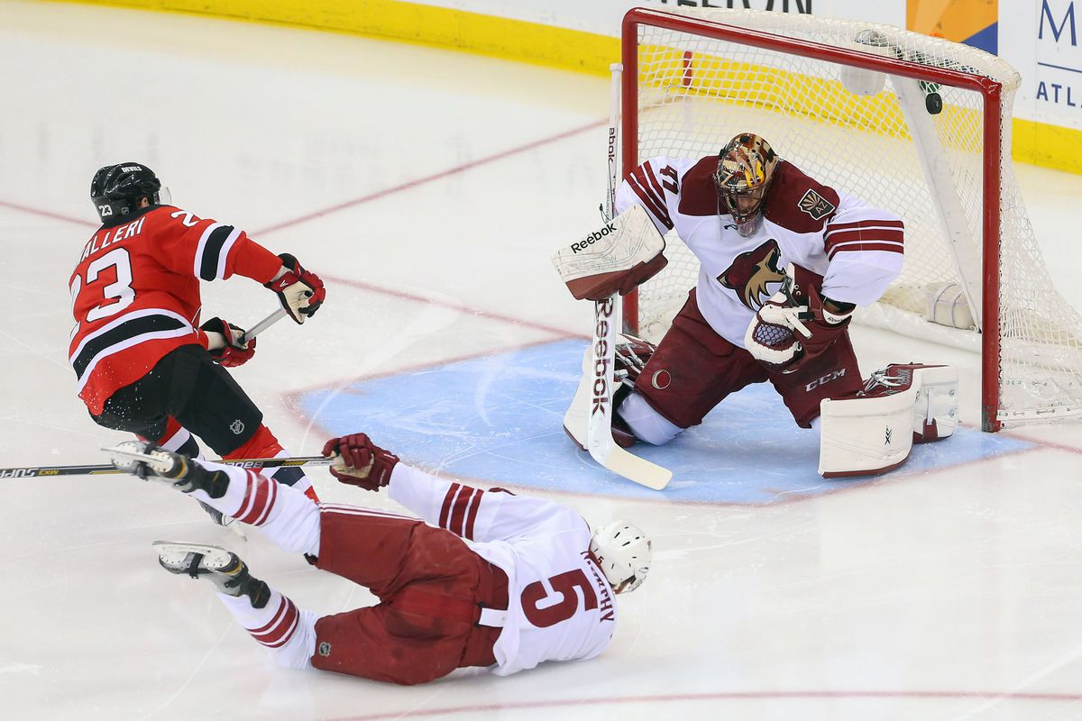 This goal pretty much sucked a lot of wind out of Arizona's sails.  Murphy being on the ground and Smith getting beaten like this is a good picture for Arizona's season.