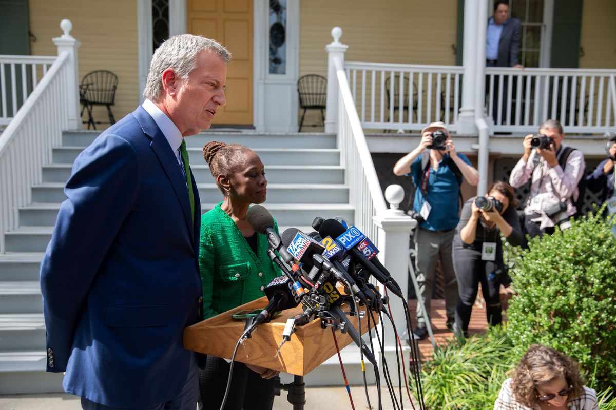 Mayor Bill de Blasio and First Lady Chirlane McCray announce the end of his presidential bid during a press conference outside Gracie Mansion on Friday, Sept. 20, 2019.
