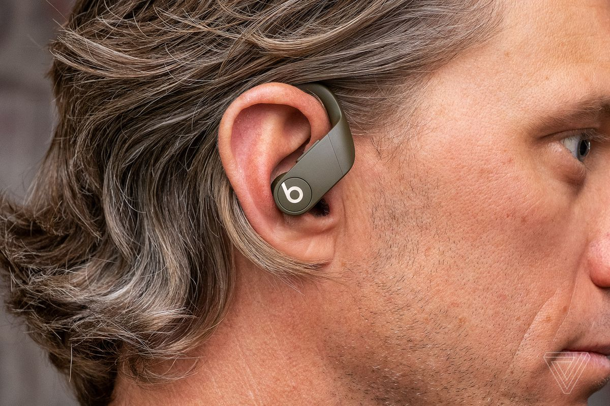 17b2449d21e Physical controls: You don't need to worry about gestures or awkward  touch-sensitive tapping zones here. Both earbuds have identical physical  buttons for ...