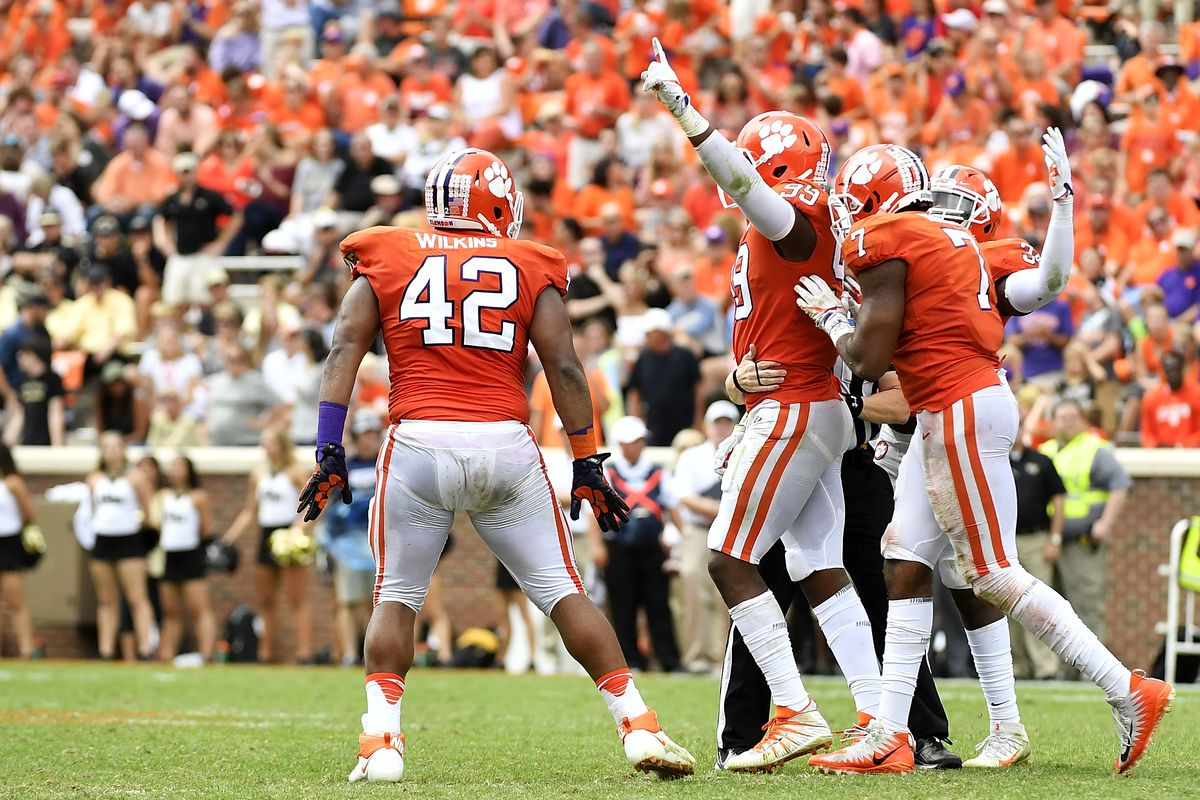 Clemson DE Ferrell returning to Tigers