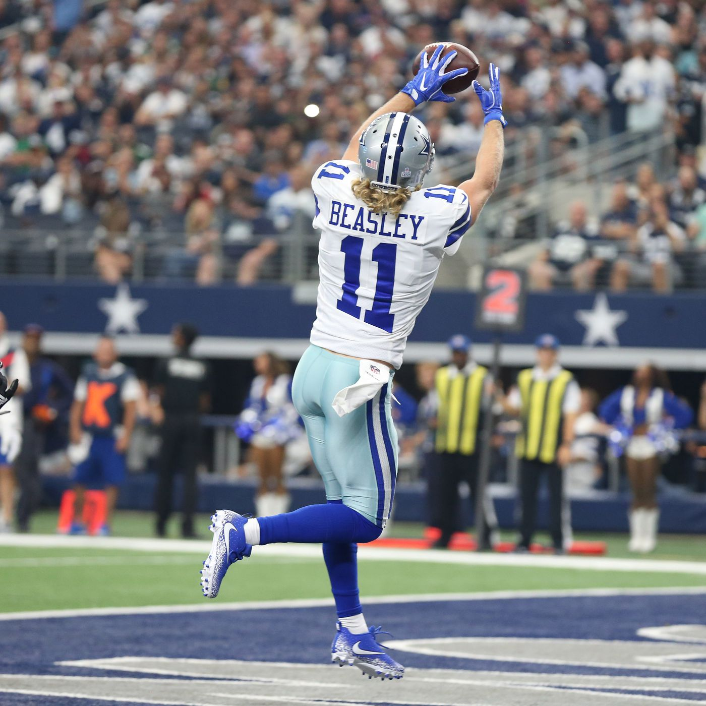 Watch Cole Beasley Snags Touchdown Catch To Give Cowboys The Lead 7 0 Blogging The Boys
