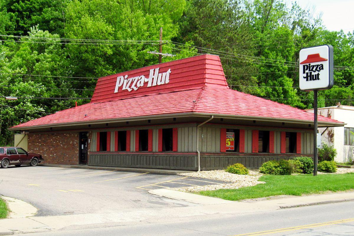 Pizza Hut Open Christmas Day.Pizza Hut Revives Vintage Logo In Bid For Consumer Nostalgia Eater