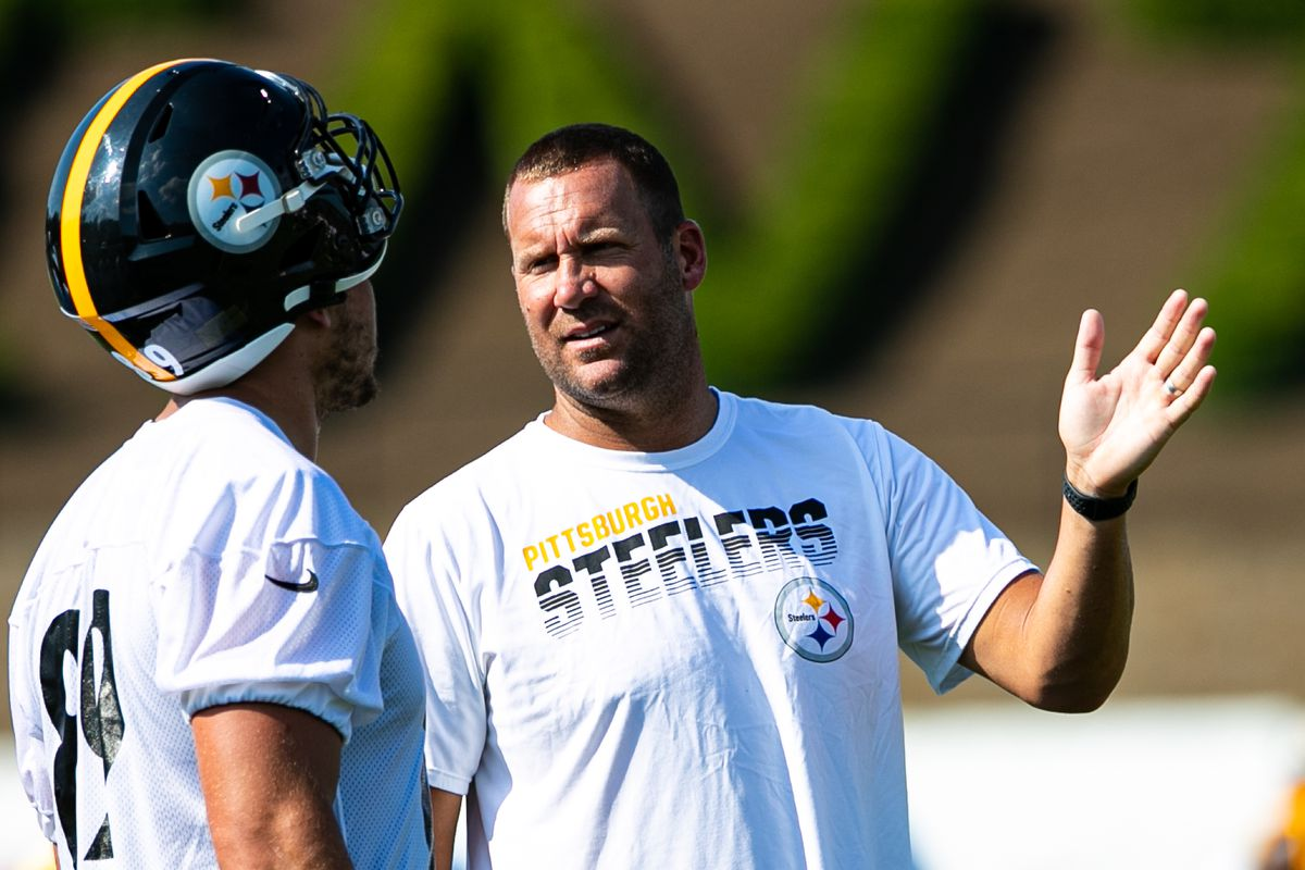Pittsburgh Steelers quarterback Ben Roethlisberger (7) talks to Pittsburgh Steelers tight end Vance McDonald (89) about the last play during the Pittsburgh Steelers training camp on August 3, 2019 at Chuck Noll Stadium at Saint Vincent College in Latrobe, PA.