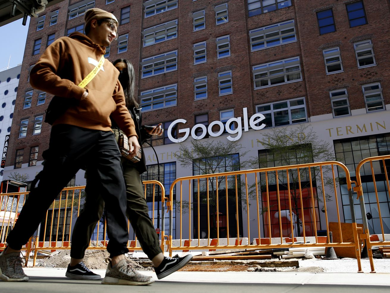 Google and Facebook lead the way with Covid-19 vaccine mandates. Will corporate America follow?