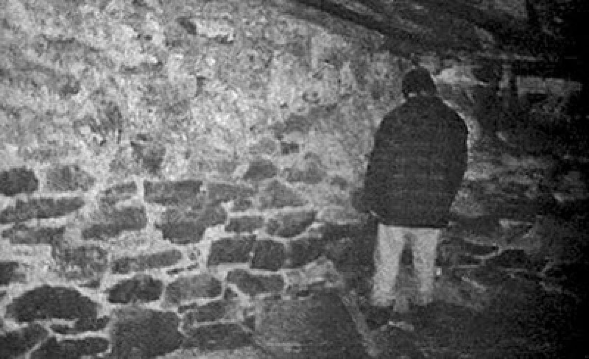 Mike standing in a corner in The Blair Witch Project