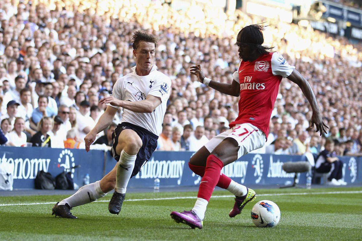 Scott Parker of Tottenham Hotspur and Gervinho of Arsenal battle for the ball during a Barclays Premier League match. (Photo by Julian Finney/Getty Images)