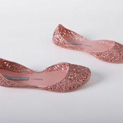 "<b>Melissa Campana</b> Zig Zag flats, <a href=""http://shoemarketnyc.com/shop/shoes/shop-by-style/womens-flats/melissa-campana-zig-zag-pink"">$56</a> (were $80) at Shoe Market"