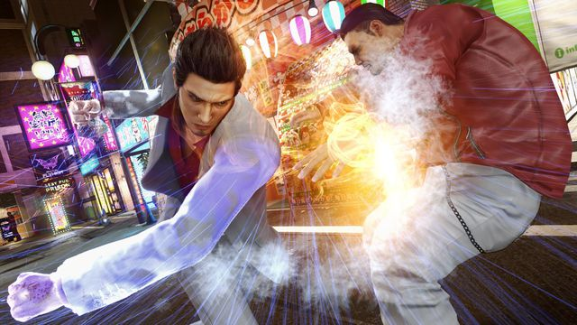 Kiryu punches a street thug in a screenshot from Yakuza Kiwami 2