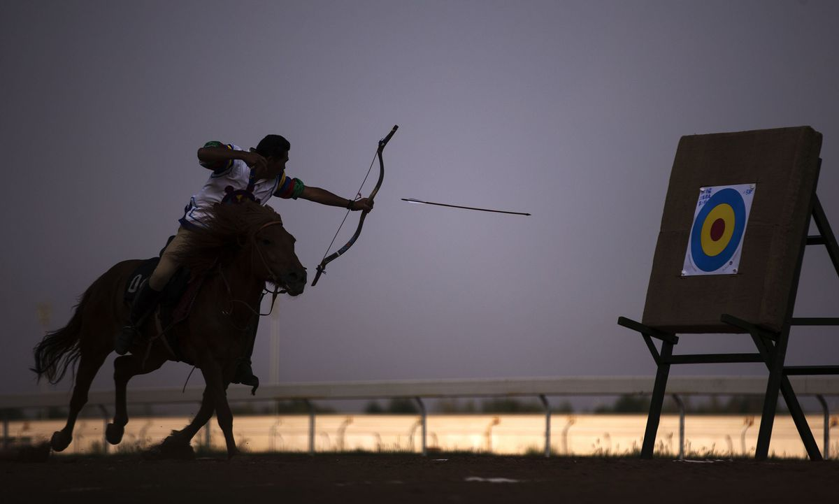 (SP)CHINA-ORDOS-NATIONAL ETHNIC GAMES-HORSE RACING-ARCHERY(CN)