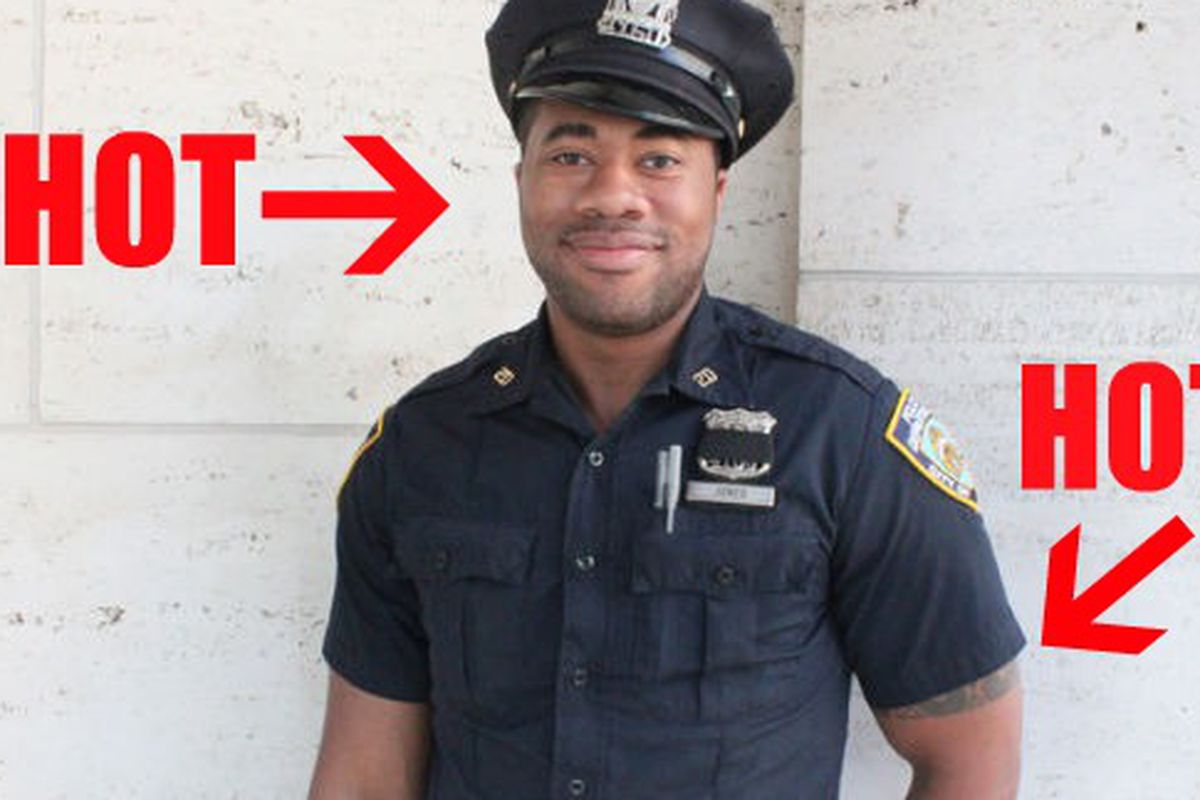 """Original image via <a href=""""http://www.dnainfo.com/20110914/manhattan/new-yorks-finest-are-style-police-at-fashion-week"""">DNAinfo</a>/Serena Solomon"""