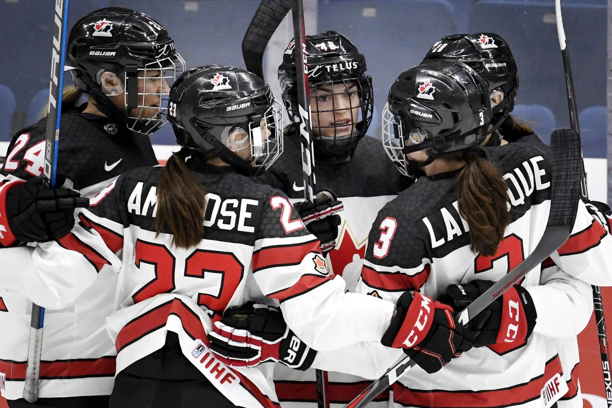 Natalie Spooner, Erin Ambrose, Blayre Turnbull, Jocelyne Larocque and Sarah Nurse of Canada celebrate after Blayre Turnbull scores the team's first goal during the quarterfinal match Canada vs Germany of the IIHF Women's Ice Hockey World Championships