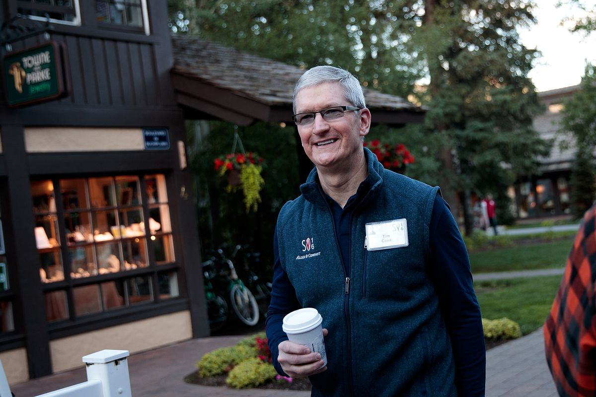 Apple earnings jump, and the iPhone maker predicts more good times ahead